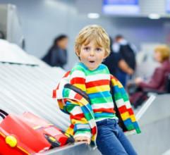 Chystáte sa na let s deťmi? Toto by ste mali vedieť!